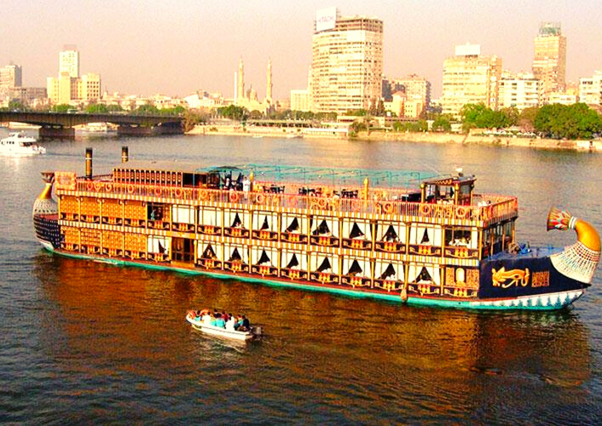 Cairo: Nile River Dinner Cruise with Entertainment
