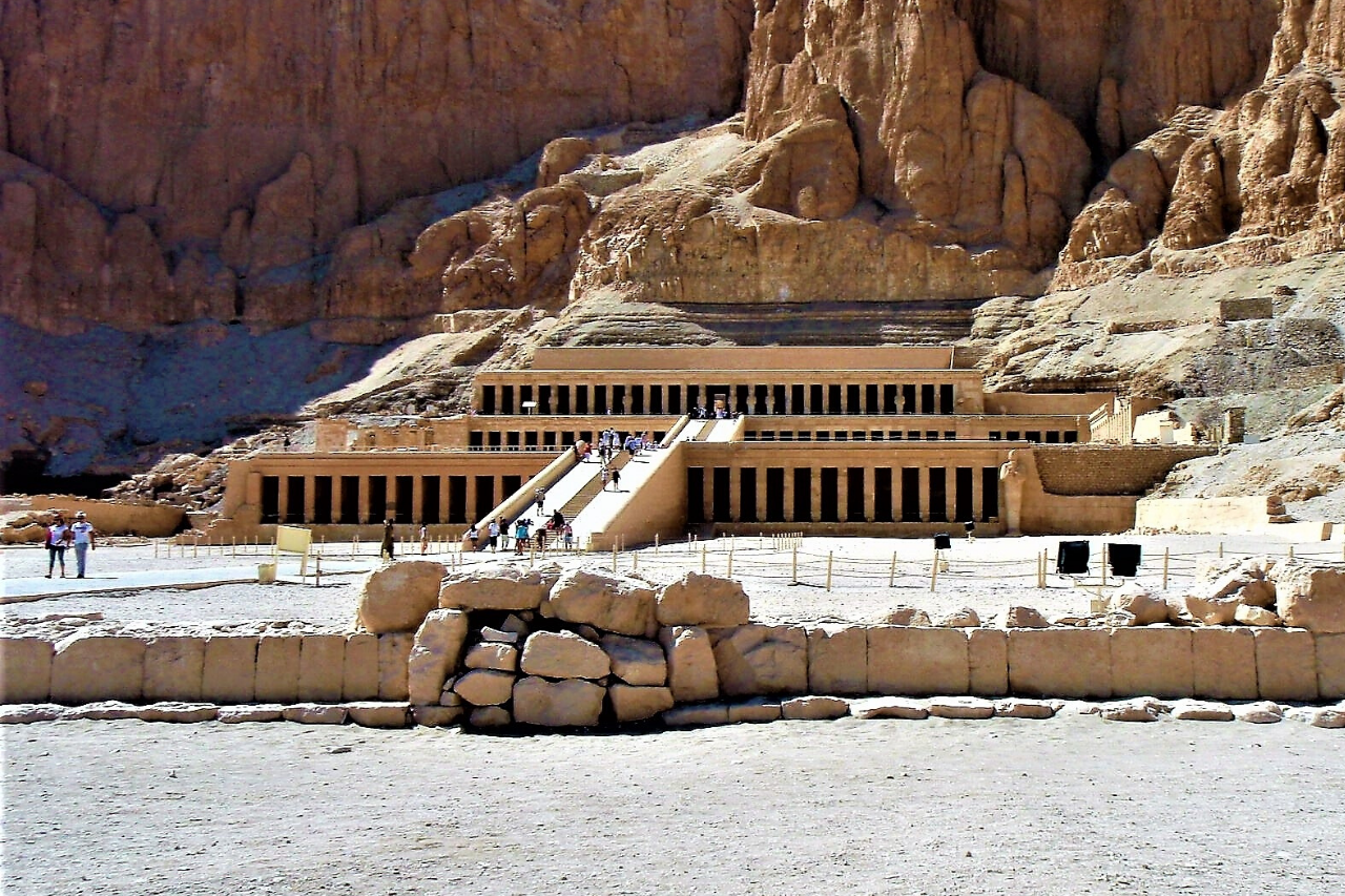 Luxor: Valley of the Kings and Queens and Hatshpsut Temple